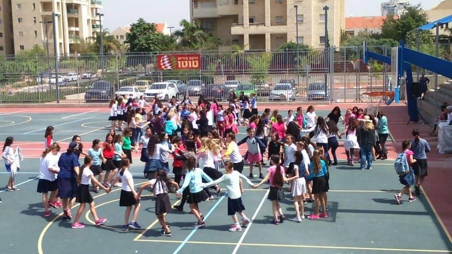 220 בנות מצווה חגגו באירוע בת מצווה יישובית שקיים אגף החינוך