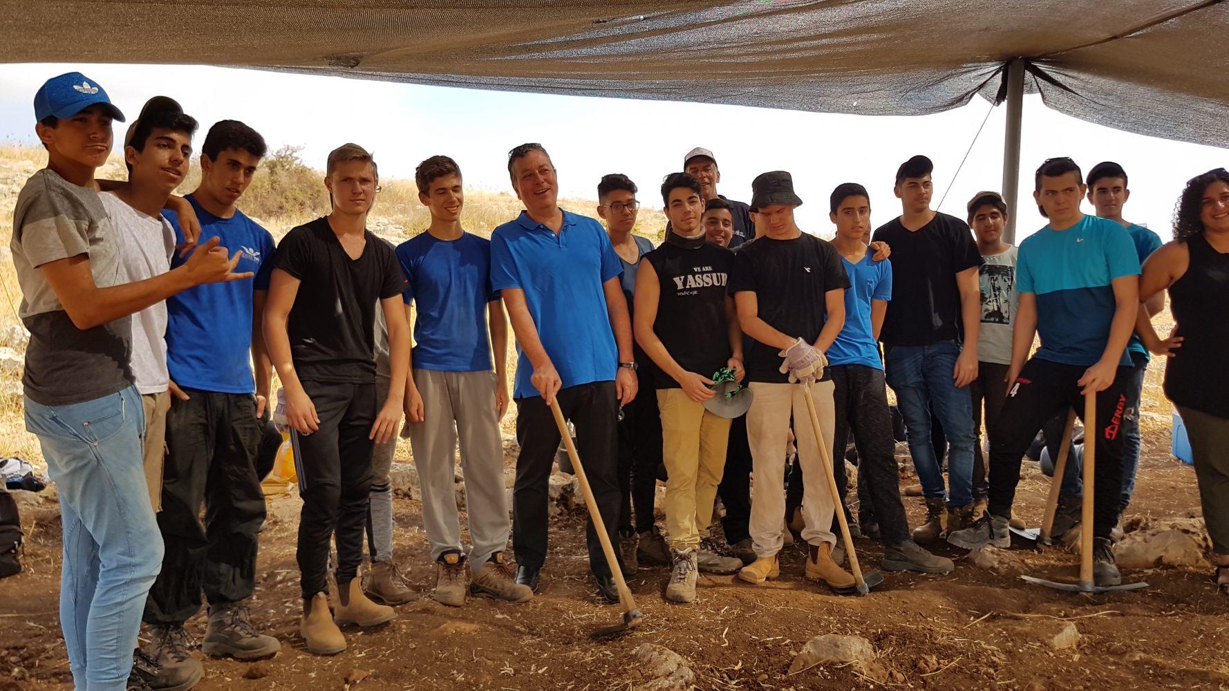 בני נוער מקריית אונו בעבודות חופשת הקיץ באתרים ארכיאולוגיים