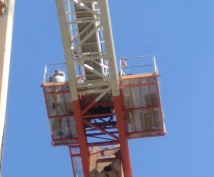 מאיים להתאבד באתר בנייה במונוסון