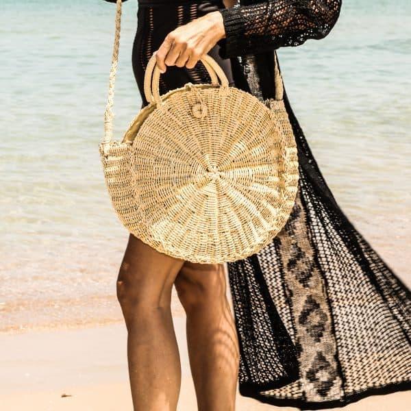 תיק צד קש. @fashion_glance צילום @ronit_bs סטיילינג ודוגמנות