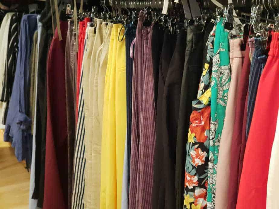 מכנסיים וחצאיות החל מ - 49.90 ש''ח