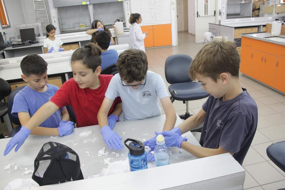 תלמידי יגאל אלון באוניברסיטה