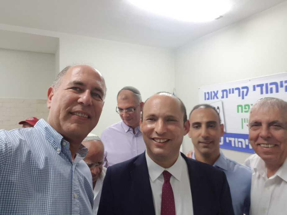 ישראל גל ונפתלי בנט בסוכת הבית היהודי